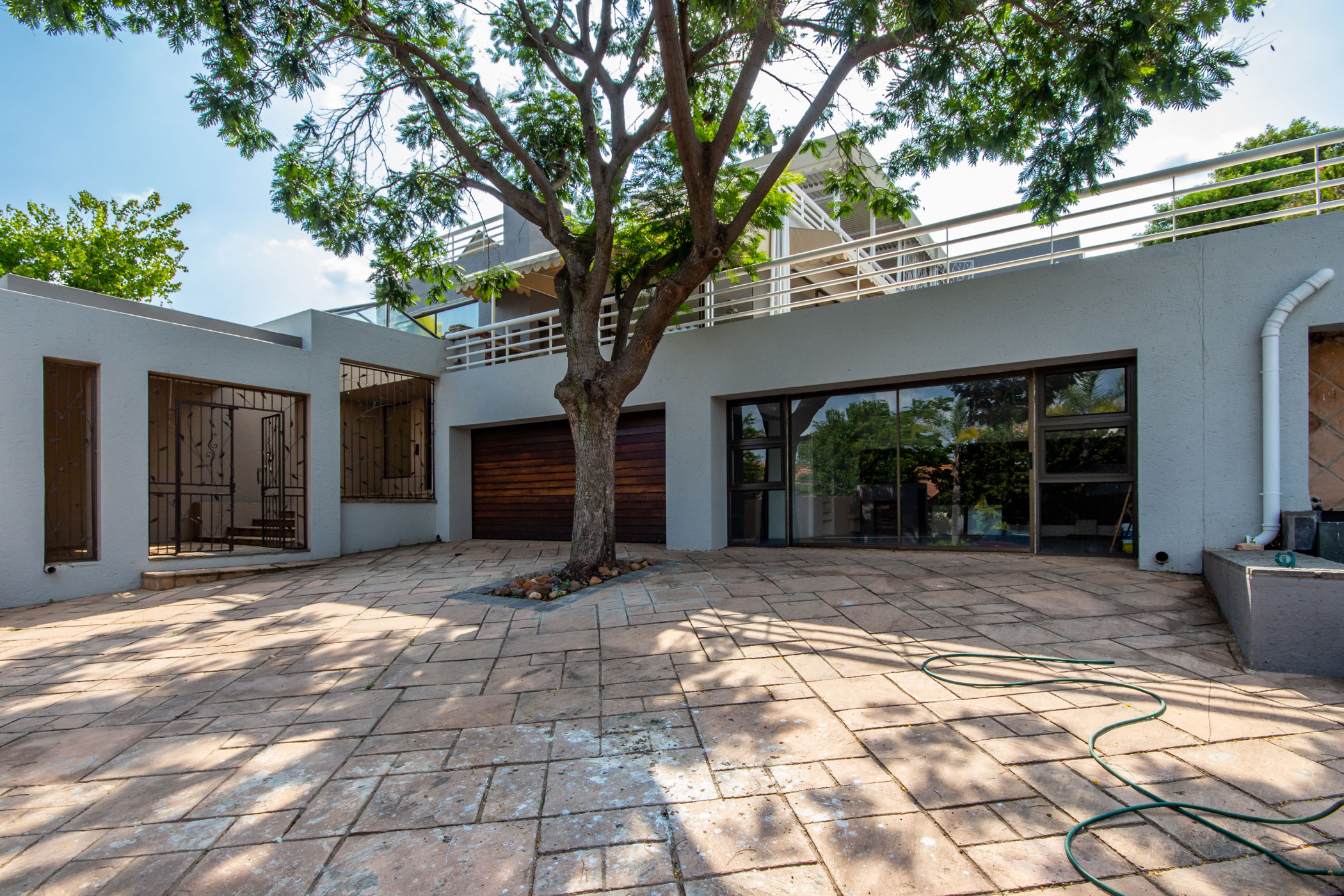"""""""entrance to Dainfern property"""" """"houses on auction Johannesburg"""""""